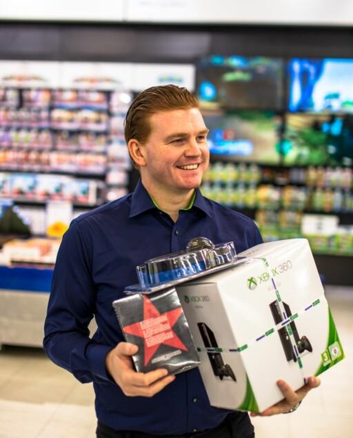 TROVERDIG: Kommunikasjonssjef Øystein A. Schmidt i Elkjøp mener kunder stoler på andre kunder, og vil derfor skaffe seg flere omtaler. Skrevet av folk som ikke egentlig er kunder.  Foto: JOAKIM MANGEN / ELKJØP