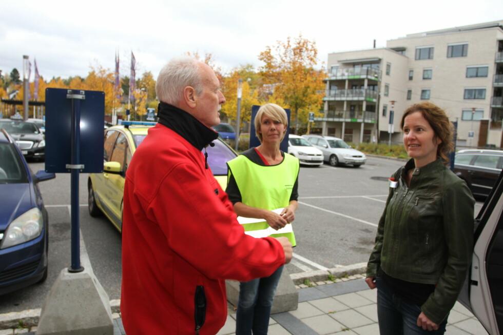 """40 ÅRS ERFARING: Trond Boye Hansen er ambulansesjåfør og har lang erfaring med sikring av barn i bil. Sammen med Carina Henske fra Trygg Trafikk og  Hege Lysø fra Babyshop fremmer han kampanjen """"Barn i bil"""". Foto: MORTEN MOUM"""