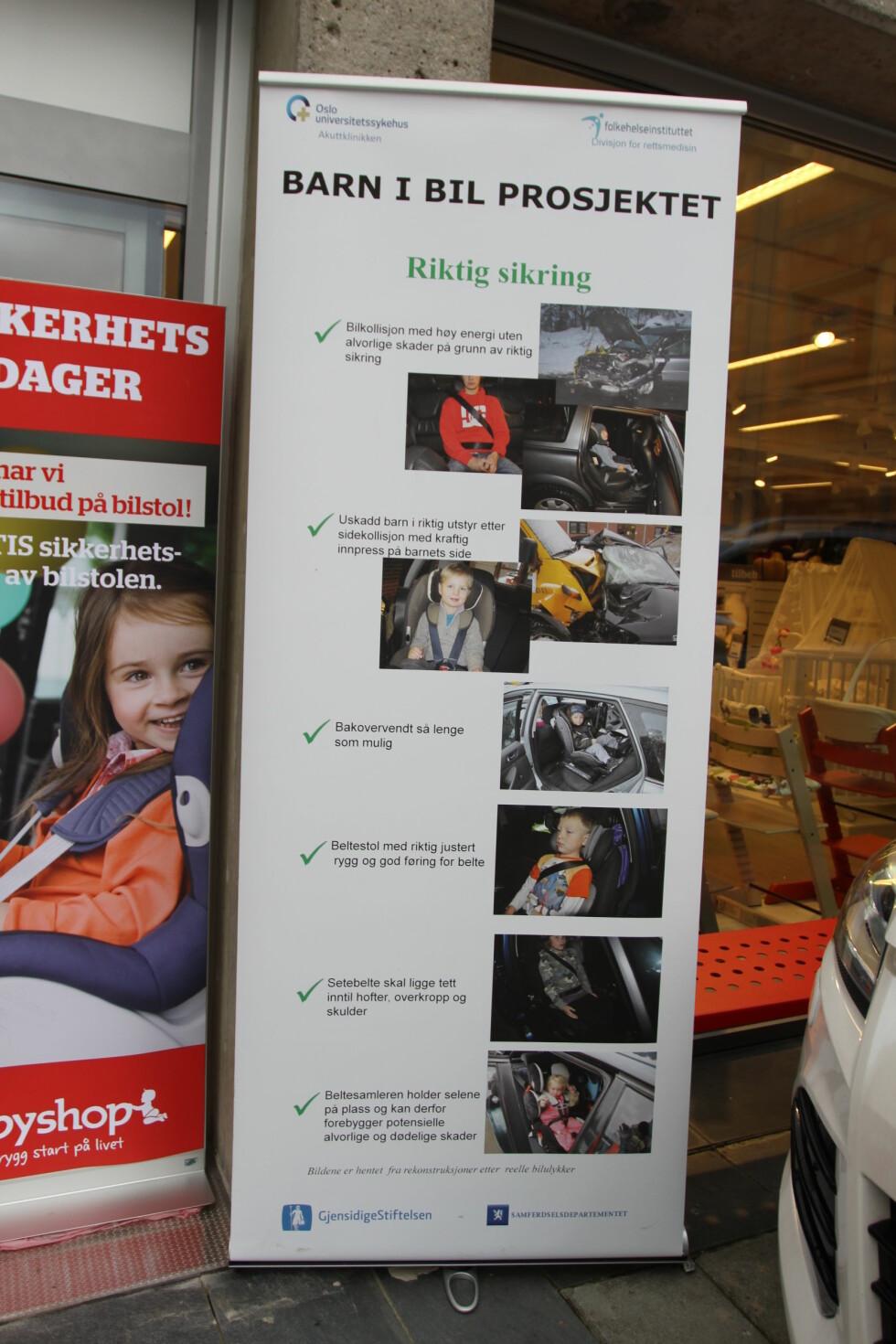 LIVSVIKTIG: På plakaten illustreres det hvordan riktig sikring redder liv. Bildene er rekonstruert fra virkelige hendelser. Foto: MORTEN MOUM
