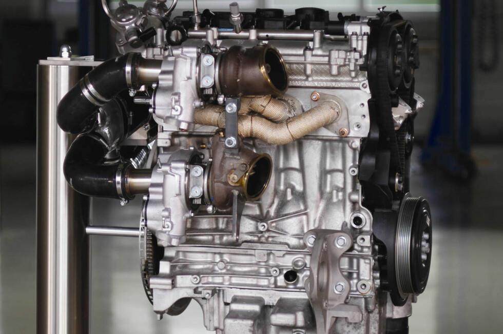TRIPLE BOOST: Det er nøkkelordet bak Volvos nye motorteknologi. En 4-sylindret motor med 2,0 liter slagvolum som yter 450 hestekrefter - det er temmelig rått når vi snakker om serieproduksjon.  Foto: VOLVO