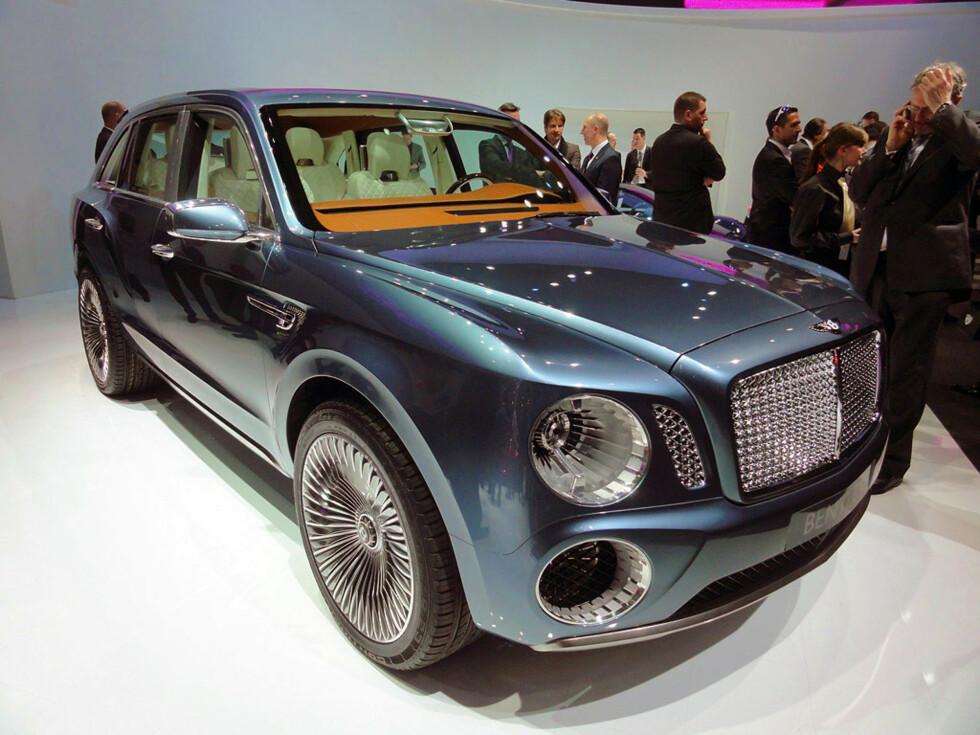 KONSEPTET: Slik ser konseptbilen EXP-9 F ut, her på utstillingsplattformen i Genève i 2011. Foto: Fred Magne Skillebæk