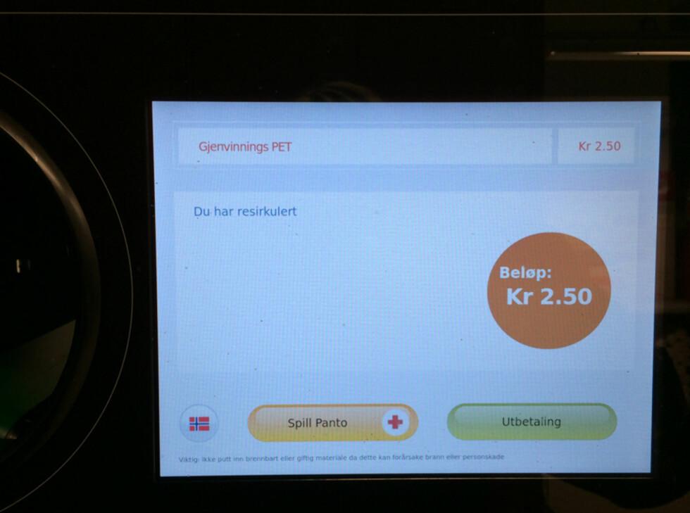SKJERM:En touchskjerm skal gjøre automaten enklere i bruk, ikke minst for butikkpersonalet. Foto: BERIT B. NJARGA