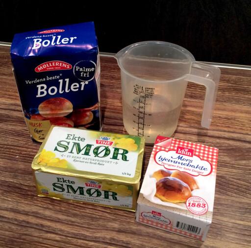 DETTE MÅ DU HA I TILLEGG: Alle bollemiksene må tilsettes smør og vann, og med unntak av miksen fra Toro, så de andre også tilsettes gjær. Foto: KRISTIN SØRDAL