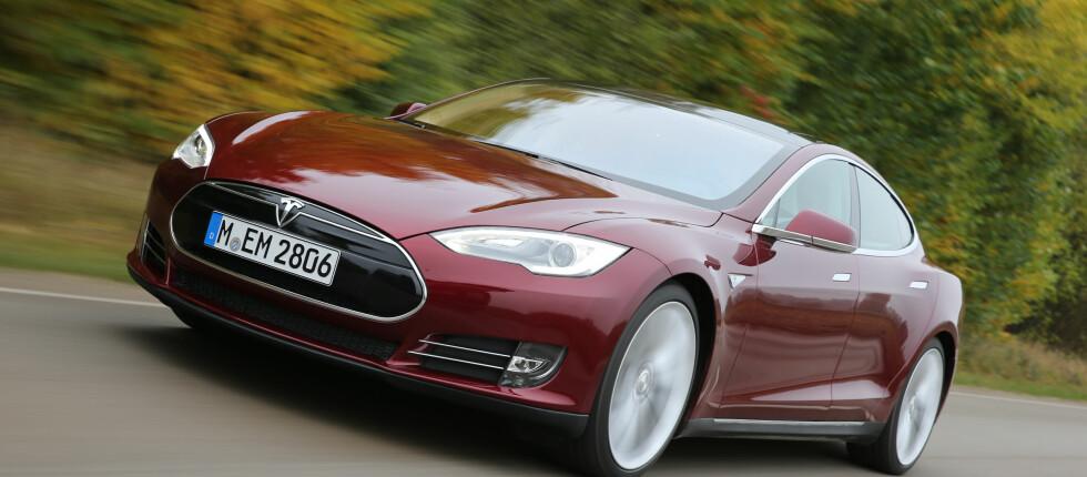 BLIR NY: Model S får firehjulsdrift, sikkerhetssystemer og en ny bokstav.  Foto: TESLA