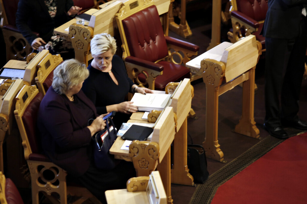 <b>DAGPENGEKUTT:</b> Regjeringen, her representert ved statsminister Erna Solberg og Finansminister Siv Jensen, vil fjerne dagpengemottakernes ferietillegg. Foto: ANITA ARNTZEN / DAGBLADET