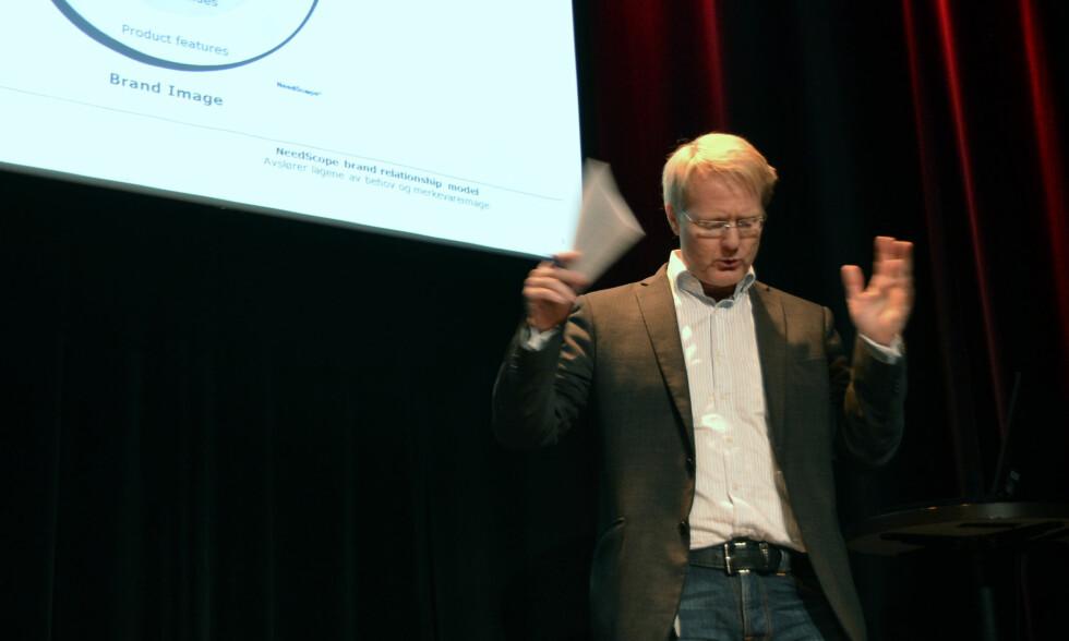 IVRIG POSITUR: Anders G. Hovde fra TNS-Gallup under presntasjonen av årets resultater.