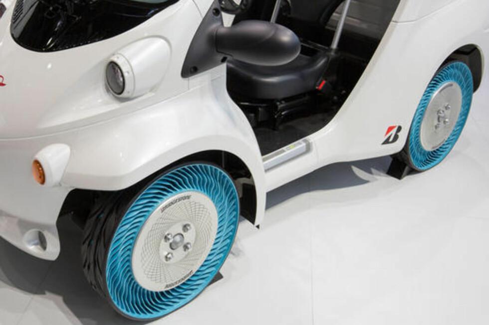 PUNKTERINGSFRIE DEKK: Men Bridgestones nye dekk-prototype har langt viktigere fordeler. Foto: PRODUSENTEN