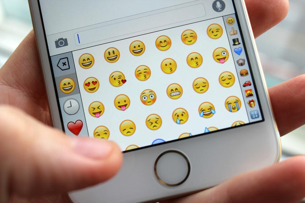 HVOR VAR DEN NÅ IGJEN ... Bruker du usedvanlig mye tid på å finne de rette emoji-symbolene på iPhone? Da bør du laste ned dette tastaturet. Foto: KIRSTI ØSTVANG