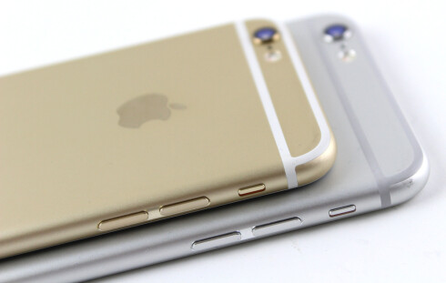 NY DESIGN: Årets iPhone-modeller har blitt runde i kantene. Foto: KIRSTI ØSTVANG