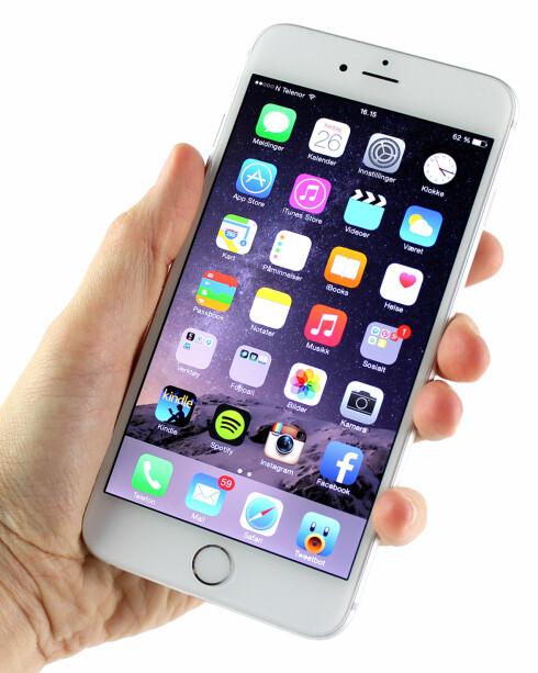 SER BRA UT: Skjermen til iPhone 6 Plus er skarp, har fine farger og god innsynsvinkel. Foto: KIRSTI ØSTVANG