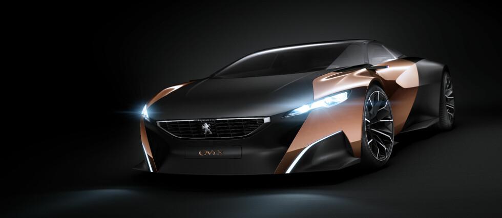 SER FREMOVER: Bilindustrien jobber mot kortsiktige økonomiske mål, men vet også at kontinuerlig omstilling er helt nødvendig for å oppfylle krav til miljø- og samfunnsansvar i fremtiden. Det vil vi se tydelig på bilutstillingen i Paris. (På bildet: Konseptbilen Peugeot Exalt). Foto: Peugeot
