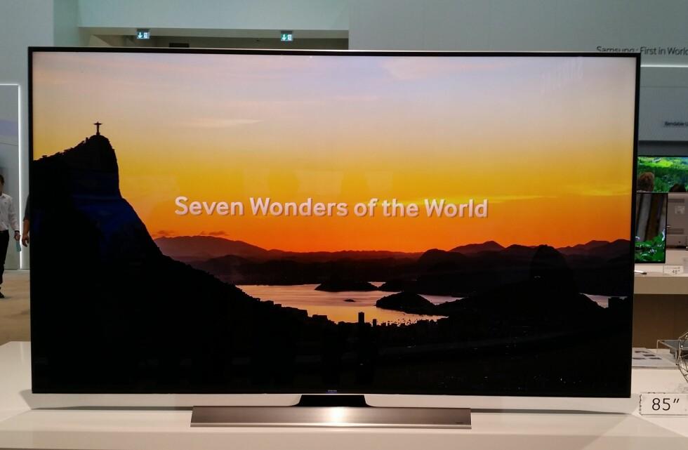 STOR, STØRRE, STØRST: Nordmenn kjøper nå flere TV-er enn på lenge, og TV-ene blir større og større. Her ser du Samsungs flate 85-tommer med 4K-oppløsning, HU7500. Foto: ØYVIND PAULSEN