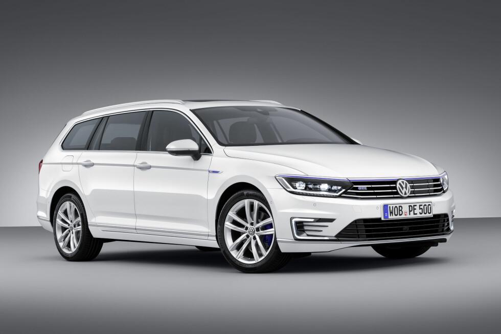 VW Passat GTE: VW passat bruker drivlinjen fra VW Golf GTE, det vil si en 1,4 TFSI med 156 hk og 330 Nm, koblet sammen med en elmotor på 115 hk. Til sammen får den 218 hestekrefter og er 400 Nm og rutte med. Den blir tilbudt i begge karosserivarian Foto: VOLKSWAGEN