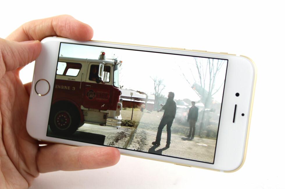 BEDRE TIL DETTE: Den større skjermen er gull verdt når man skal se på filmer eller tv-serier. Foto: KIRSTI ØSTVANG