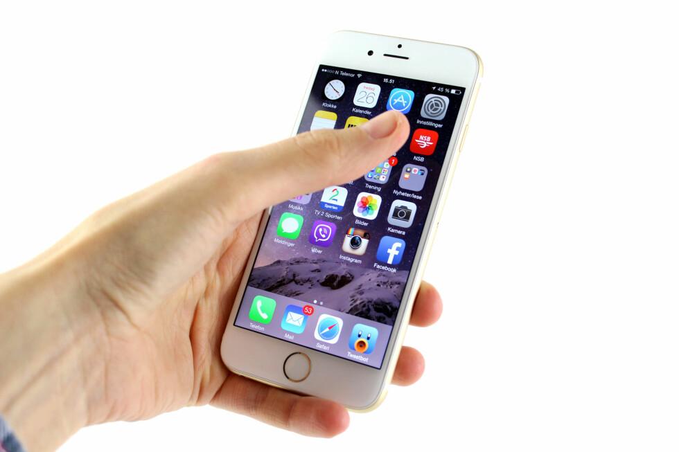 FLERE APPER: iPhone 6 har også en ekstra rad med plass til apper sammenlignet med de mindre modellene. Foto: KIRSTI ØSTVANG