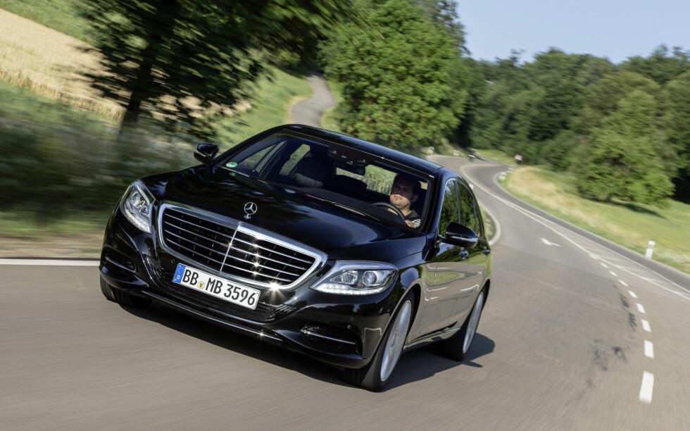 HERRLIG! Mercedes-Benz S 500 Plug-in Hybrid er navnet på denne bilen, en opplevelse av de sjeldne... Foto: MERCEDES-BENZ