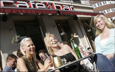 HER TAPER OSLO: Oslo utpekes som den dyreste byen når det kommer til øl. ADAC oppgir en ølpris i Oslo på 6,23 euro, eller cirka 50 kroner. Dette er nok også noe lavt. Til sammenlikning skal en tilsvarende øl koste 1 euro, cirka 8 kroner, i Praha Foto: PER ERVLAND