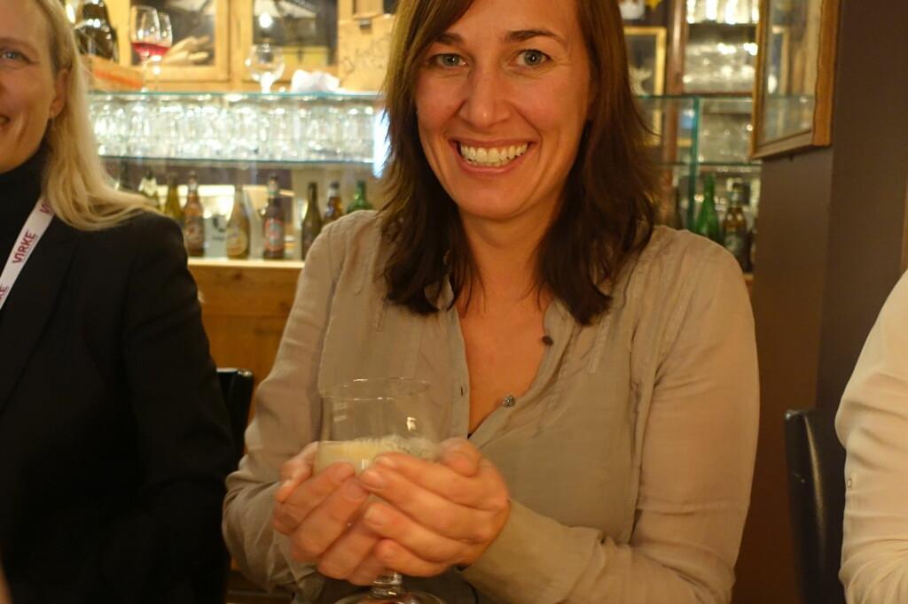 <b>SMART HUSKEREGEL:</b> Det er lettere å varme opp ølet litt enn å kjøle det ned, sier Gunnhild Kolvereid Tolleshaug, bryggerimester hos Ringnes, til Dinside. Foto: ELISABETH DALSEG