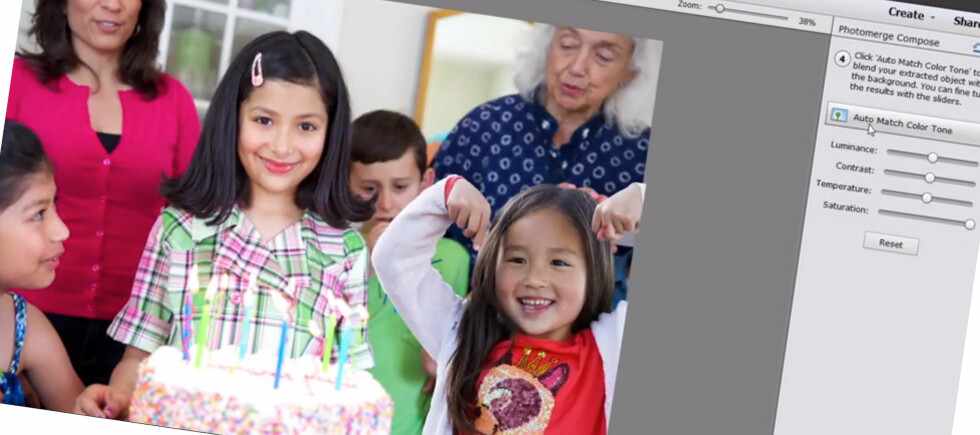 KLIPP OG LIM: En av de nye funksjonene i Photoshop Elements 13 lar deg lime inn personer fra et annet bilde der programmet automatisk matcher lyssetting og kontrast. Foto: ADOBE