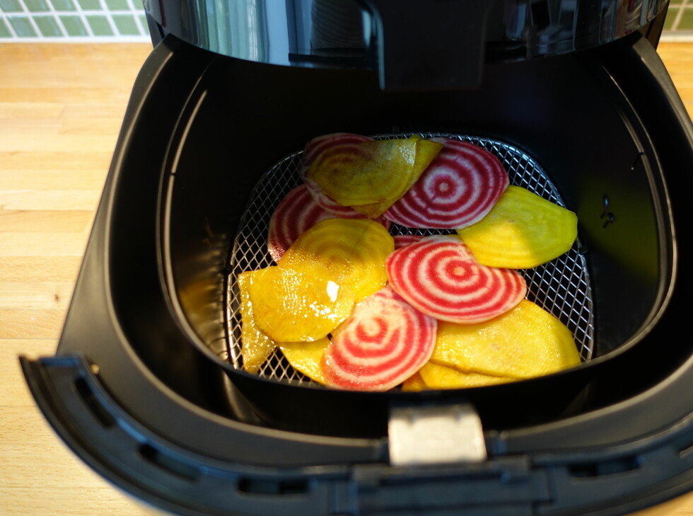 Røde og gule polkabeter med ørlite olje. Foto: ELISABETH DALSEG