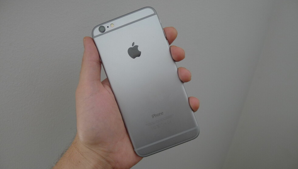 <strong><b>INGEN STØRRE:</strong></b> Det blir nok ingen større iPhone enn dette, den måler nemlig 5,5 tommer. Foto: TROND BIE