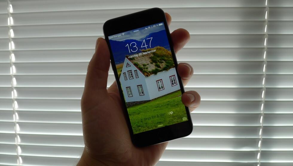 """<strong><b>DEN NEST STØRSTE:</strong></b> iPhone 6 måler 4,7"""". Foto: TROND BIE"""