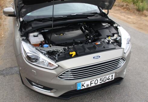 SPREKE SAKER: Med en slik 1,5-liters bensinmotor sparker det fra - 182 hestekrefter og mye tilgjengelig drakraft gjør det mulig å utnytte Focus' dynamiske potensial. Foto: KNUT MOBERG