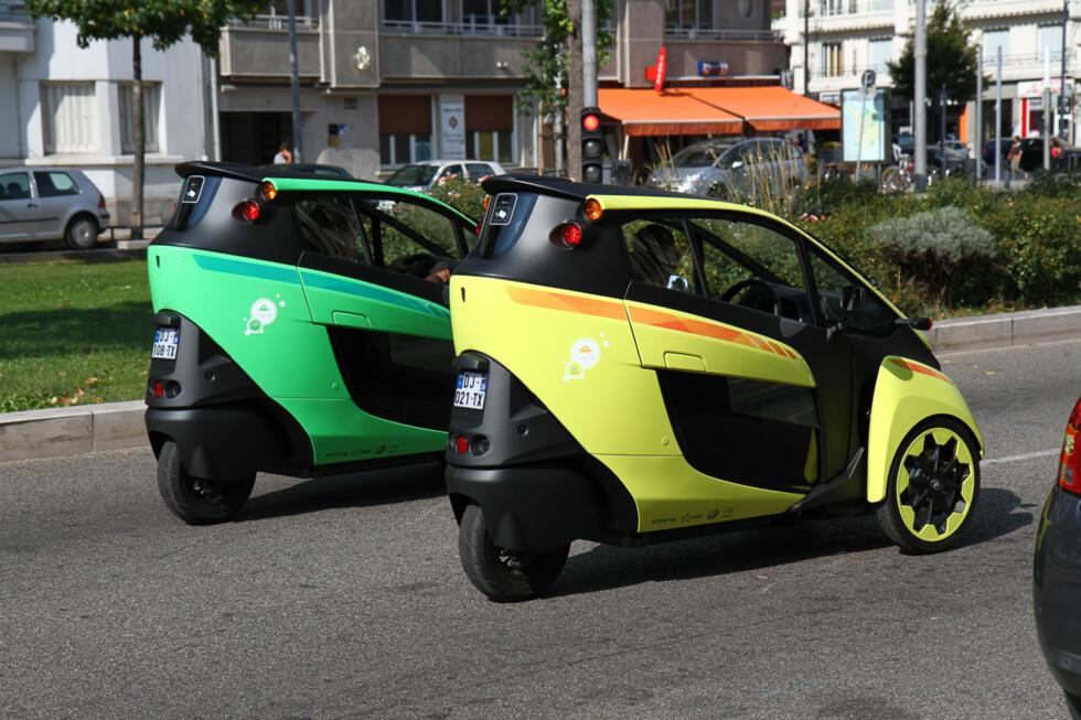 FARGEGLADE KARER: Toyotas elbil skyr unna kjedelige farger.  Foto: Espen Olsen
