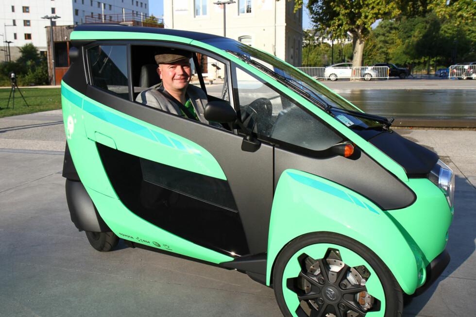 UT PÅ TUR: Smilet lyver ikke, dette er en utrolig morsom bil å kjøre.  Foto: Espen Olsen