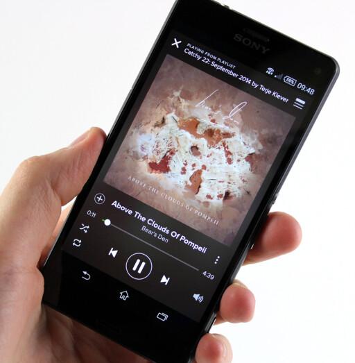 OK HØYTTALERE: Skal du høre på musikk, får du aller best lyd ved å koble til noen gode hodetelefoner.  Foto: KIRSTI ØSTVANG