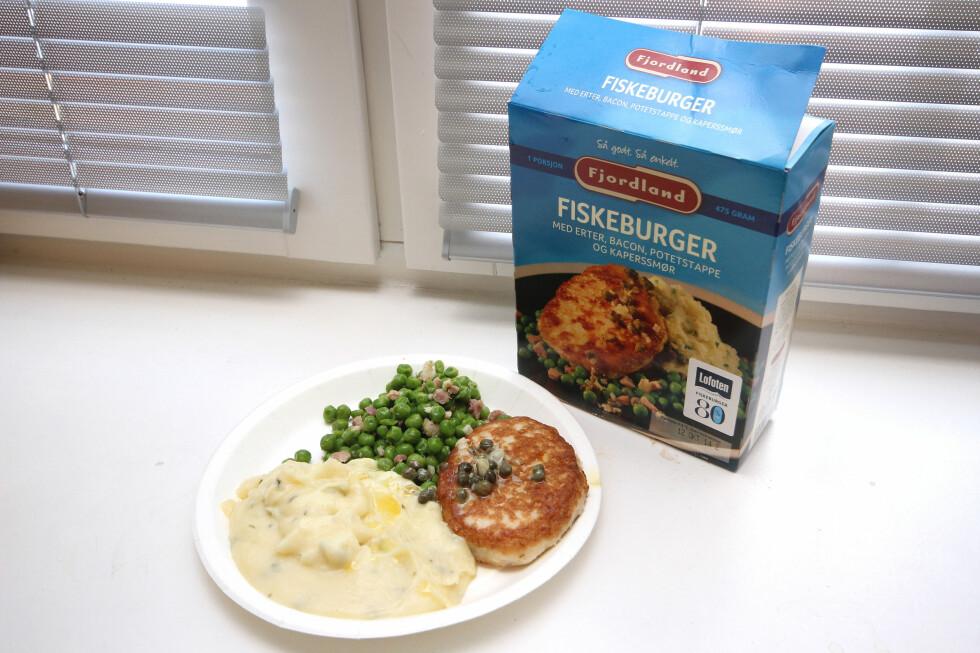 DENNE LIKER VI: Fiskeburger med 80 prosent fisk, og godt tilbehør. Dette smaker godt! Foto: OLE PETTER BAUGERØD STOKKE