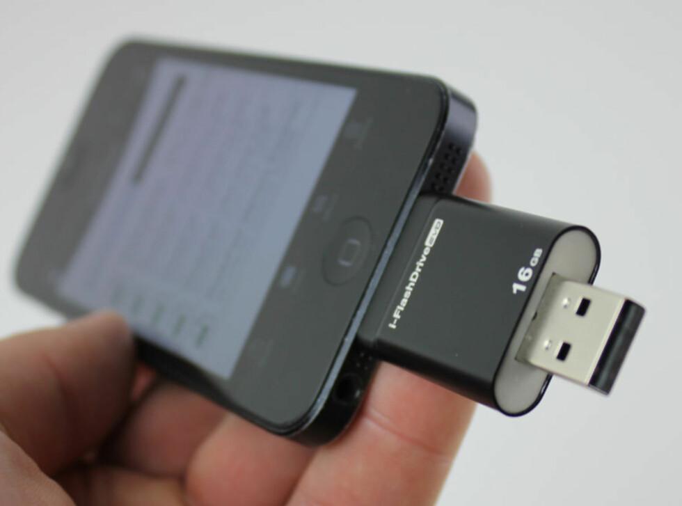 i-FlashDrive: Her i bruk på iPhone.  Foto: ØYVIND PAULSEN
