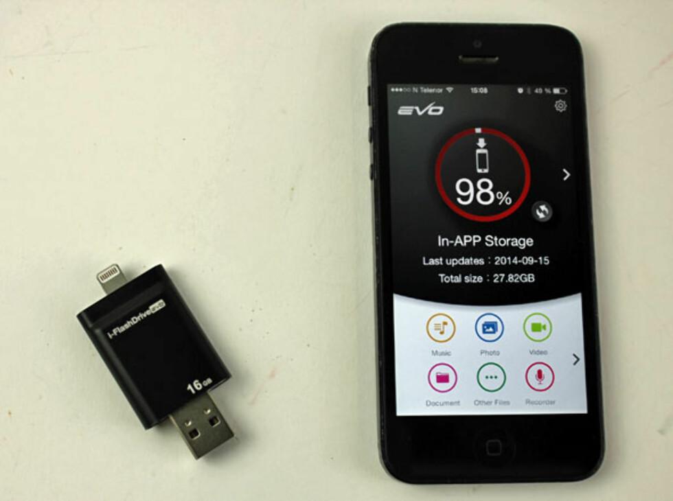i-FlashDrive: Oversikt over ledig plass på iPhonen, som dere ser er jeg snart tom for plass. Foto: ØYVIND PAULSEN