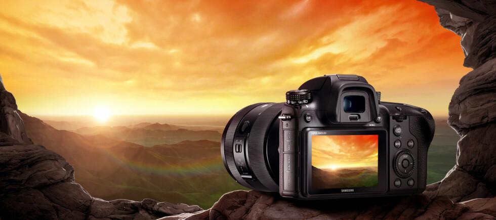 <strong><strong>SATSER HØYT:</strong></strong> Samsung har lansert NX1; et kamera myntet på proffene. Foto: SAMSUNG