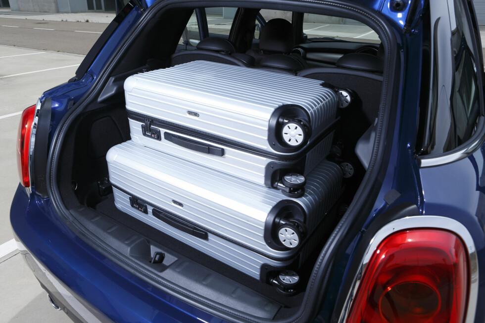 BEDRE PLASS: Bagasjeromsvolumet er nå på høyde med konkurrentenes i småbilklassen. Foto: MINI