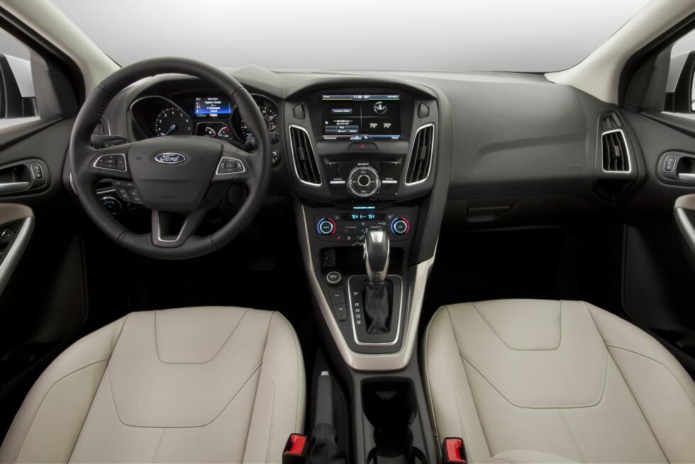 MER HØYVERDIG: Det hevder i hvertfall Ford det nye interiøret i fornyet Ford Focus er blitt. Snart skal vi selv finne ut hvor mye bedre det er blitt.