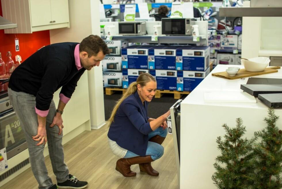 BRUK BUTIKKEN: Butikken skal hjelpe deg både under og etter kjøpet. Lovene ligger klare, det er bare å bruke dem!  Foto: ELKJØP