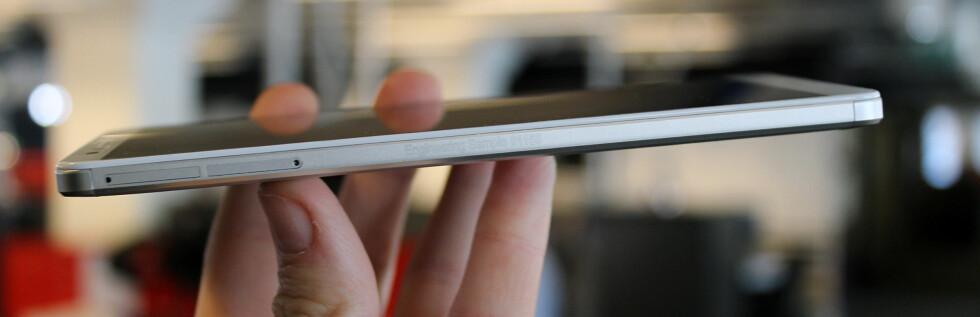 DOBBELSIM: Mate 7 støtter dessuten doble simkort, et mikrosim og et nanosim.  Foto: KIRSTI ØSTVANG