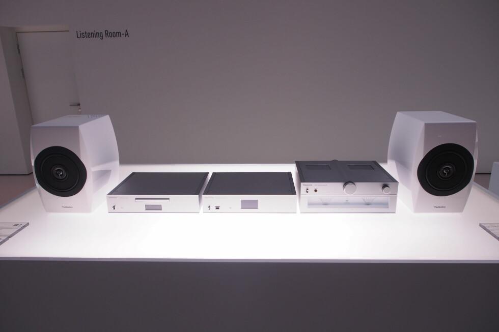 Technics Premium Class C700-serien: Fra venstre: Høyttalerne, CD-spilleren SL-C700, nettverksspilleren ST-C700, og den integrerte klasse D-forsterkeren SU-C700. Foto: ØYVIND PAULSEN