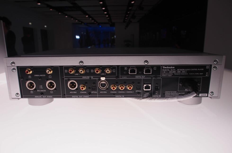 Technics Reference Class - R1 Series: Baksiden av nettverksspilleren SU-R1. Foto: ØYVIND PAULSEN