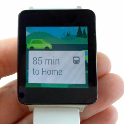 BEDRE: LG G Watch med Android Wear er en av de bedre smartklokkene vi har prøvd. Men norsk snakker den ikke. Foto: PÅL JOAKIM OLSEN