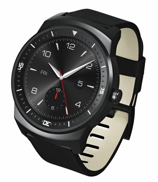EN SKIKKELIG HERREKLOKKE: LG G Watch ser ut som et vanlig armbåndsur. Personlig kan jeg ikke forestille meg at noen kvinner kjøper den. Foto: LG