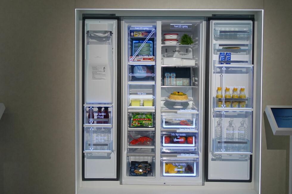 LYSER OPP: Panasonics kjøleskap har LED-lys i tre skuffer, for bedre holdbarhet på matvarene. Foto: ELISABETH DALSEG