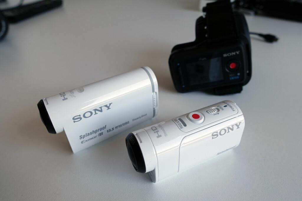 BEGGE KAMERAENE: Her er begge actionkameraene til Sony. Bak ser dere fjernkontrollen, som skal festes rundt håndleddet som en klokke. Foto: KIRSTI ØSTVANG