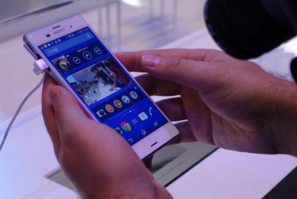 <b>NYTT OG STORT/SMÅTT:</b> Sony viste frem to nye mobiltelefoner og ett nettbrett på IFA onsdag kveld. Foto: KIRSTI ØSTVANG
