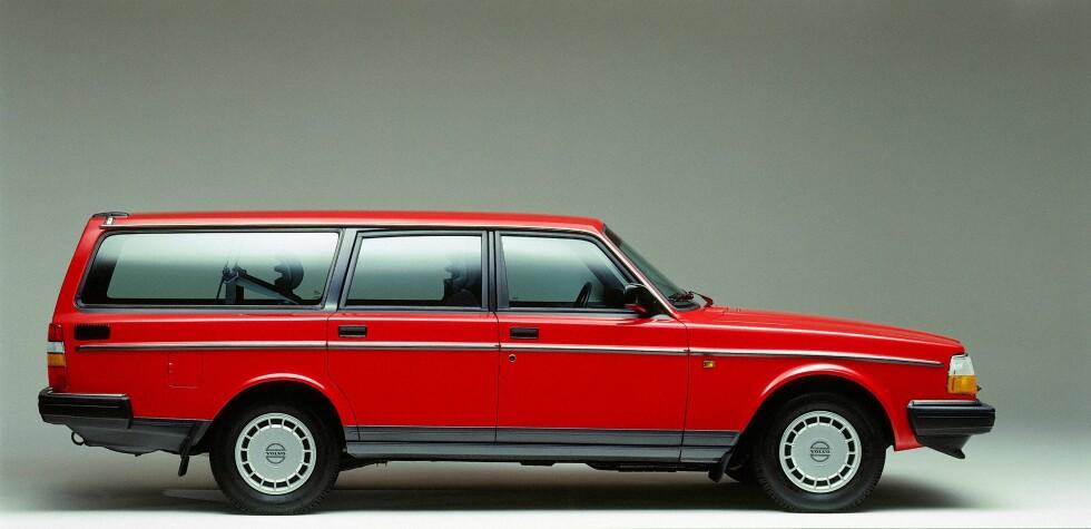 KLASSIKER: Volvo 240 ble lansert i 1974, samme år som svenske ABBA vant Eurovision Song Contest med Waterloo. Foto: VOLVO