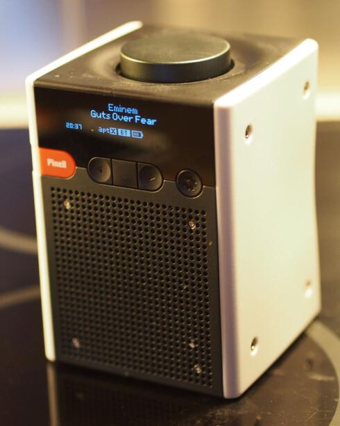Go+: Når du spiller musikk via Bluetooth får du opp artist, låtnavn og kvalitet (aptX) i displayet. Foto: ØYVIND PAULSEN