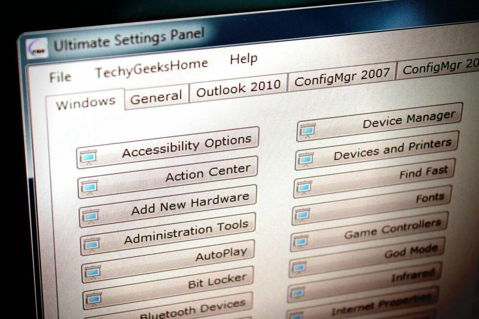 FULL OVERSIKT: «Ultimate Settings Panel» er et flott lite gratisprogram du kan ta med deg i lomma. Det samler alle Windows-innstillingene på ett sted. Foto: TROND BIE