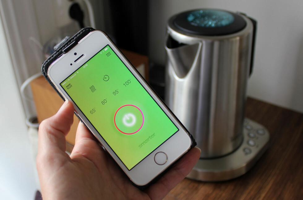 iKETTLE: Vi har testet vannkokeren iKettle, som kan styres fra app på telefonen eller fra baseenheten. Foto: KRISTIN SØRDAL