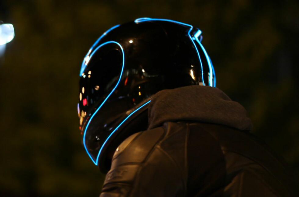 TØFT: Bli synligere i trafikken med LightMode, samtidig som du vil føle deg veldig kul.  Foto: LIGHTMODELHELMETS.COM